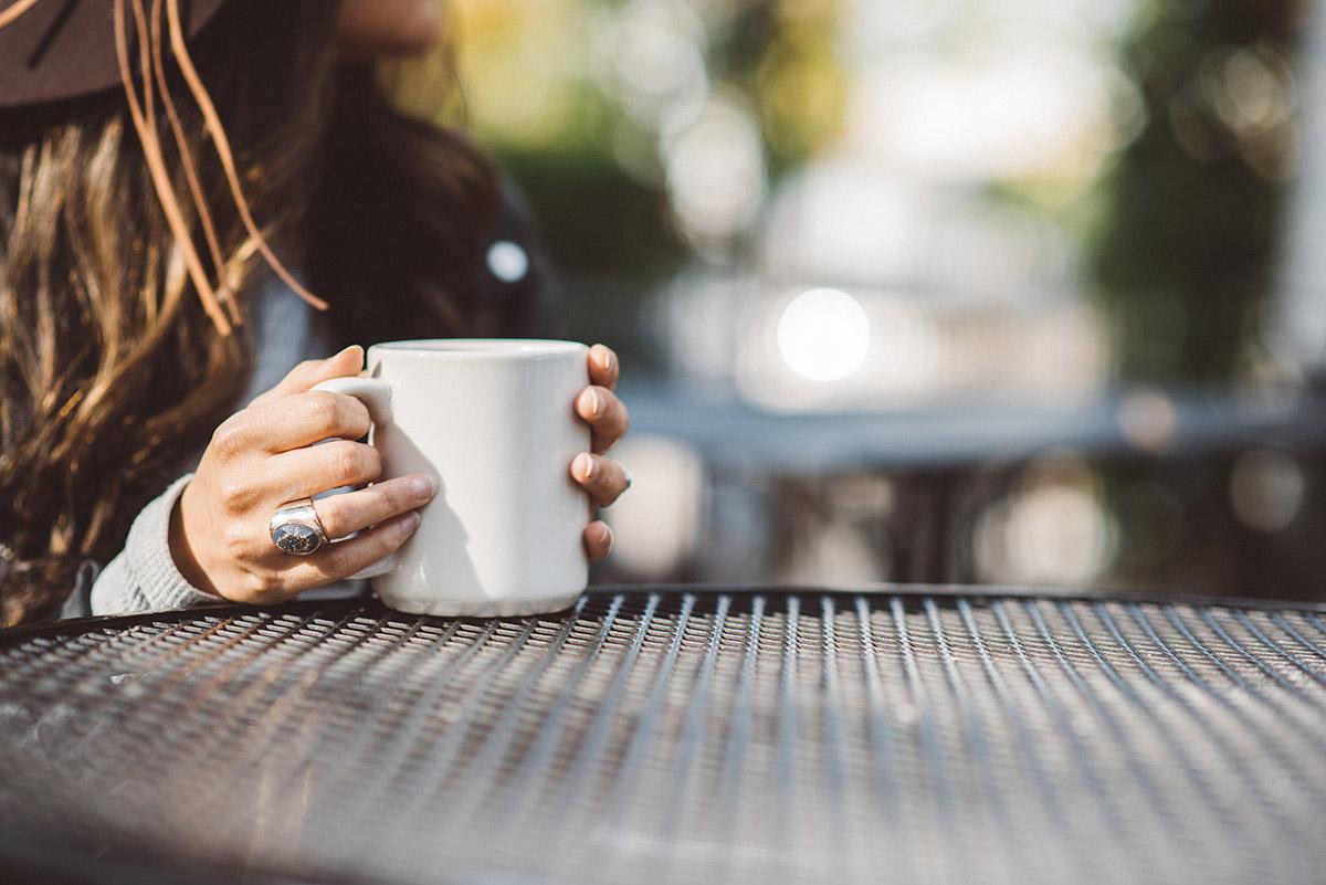 Pause café pour une femme proche aidante